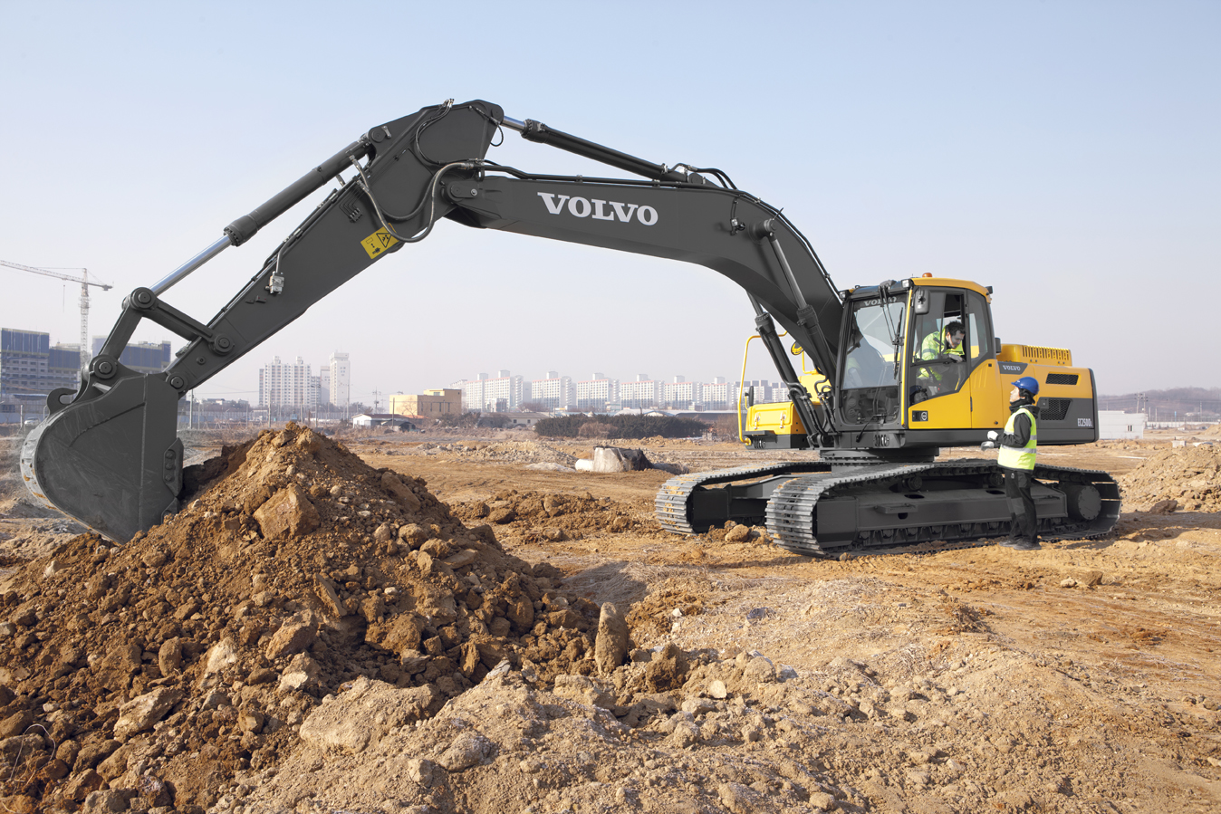 Acoustic comfort for construction machinery