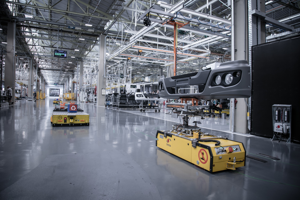 Connected Driverless Transport Systems (DTS) take parts to assembly line at Sao Bernardo do Campo