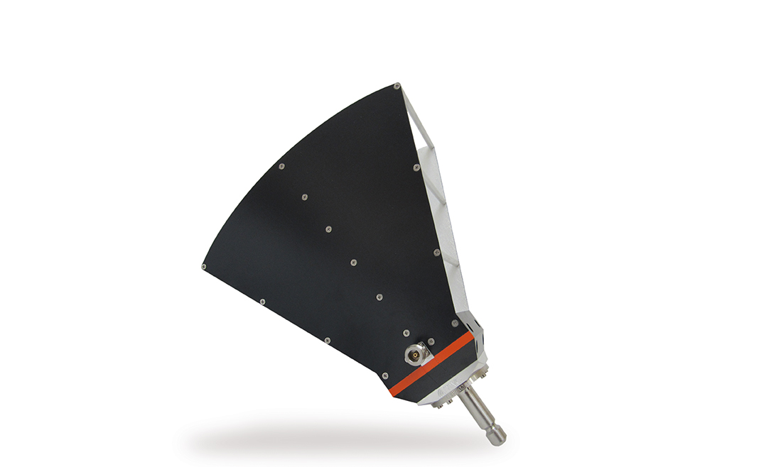 Dual ridge horn antenna for EMC testing