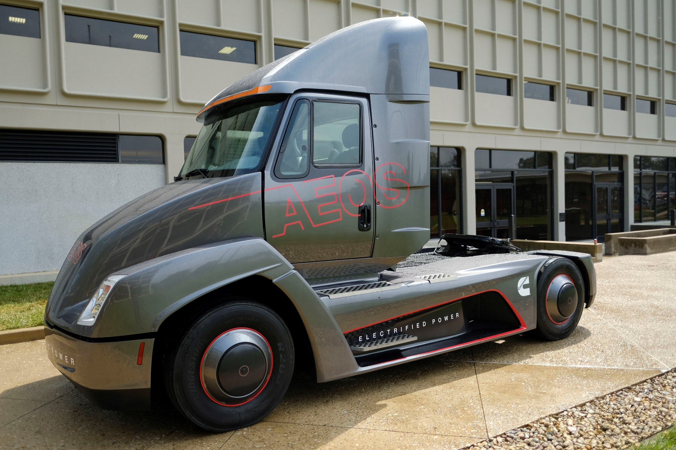 Electrified Aeos demonstration truck from Peterbilt and Cummins