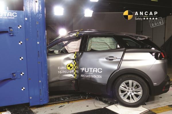 EuroNCAP pole test result on Peugeot 3008