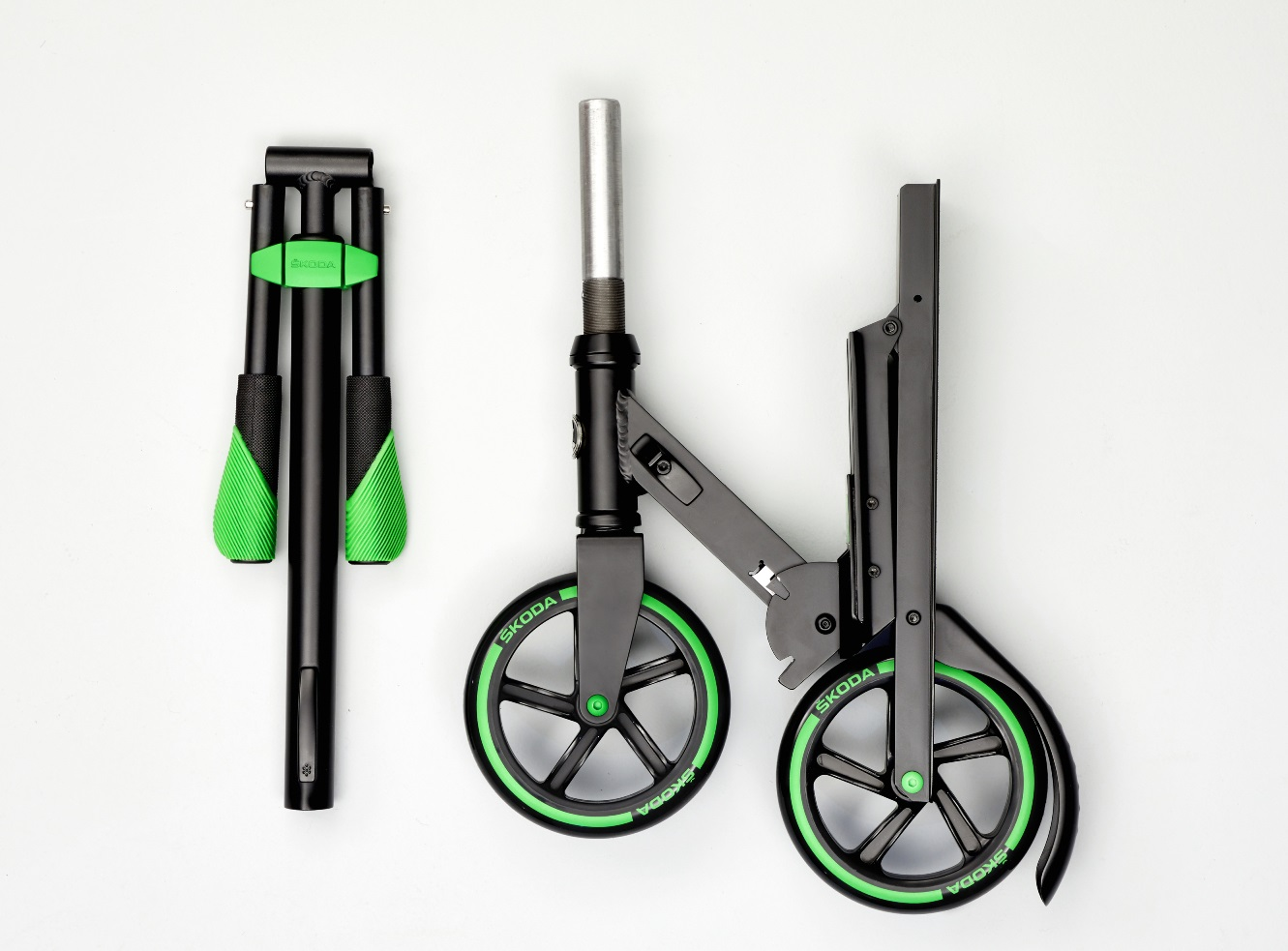 Folding mechanism allows Skoda last-mile scooter to be stowed in car