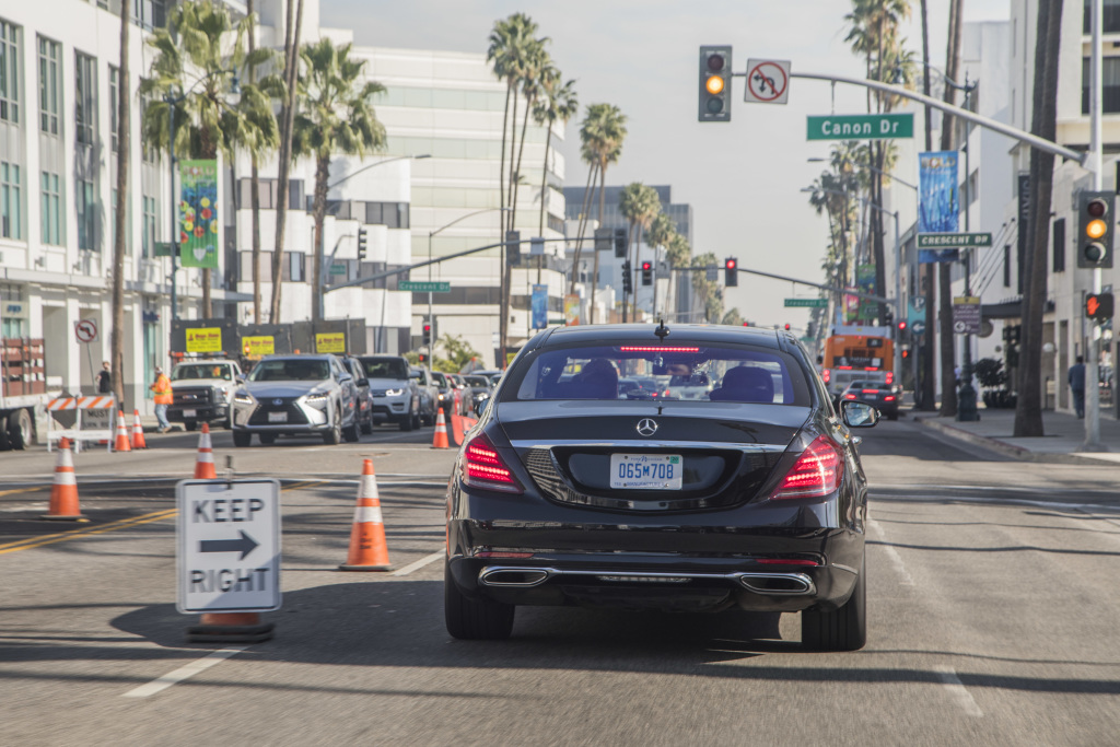Intelligent drive Mercedes autonomously navigates road works in USA