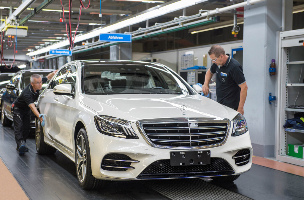 Intelligent drive S-Class rolls off Sindelfingen production line