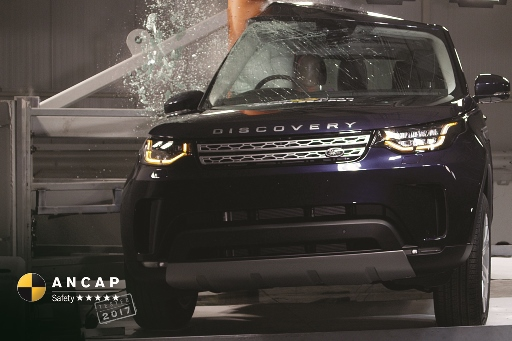 Land Rover Discovery side impact pole test
