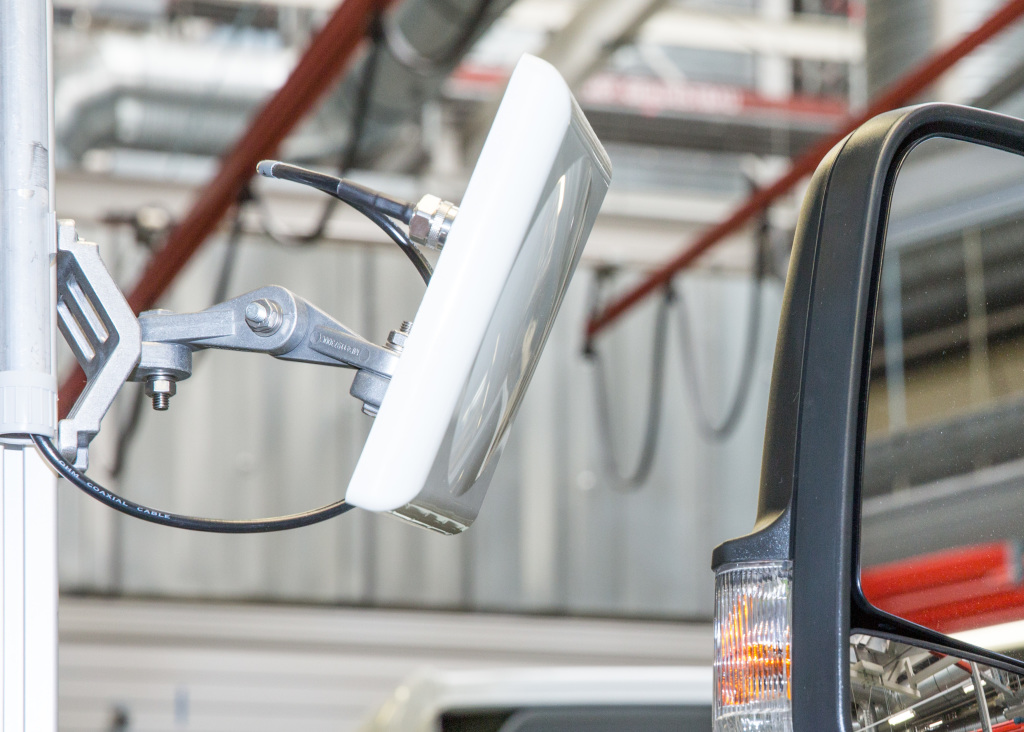 RFID readers form an integral part of Mercedes-Benz van manufacturing