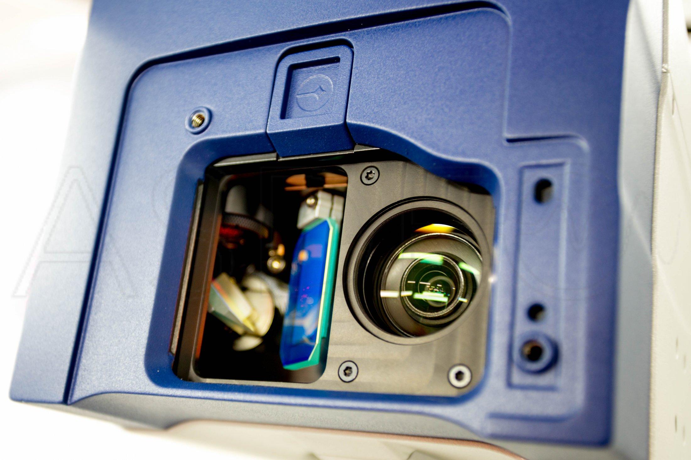 Robot positioned 3D scanning laser vibrometer