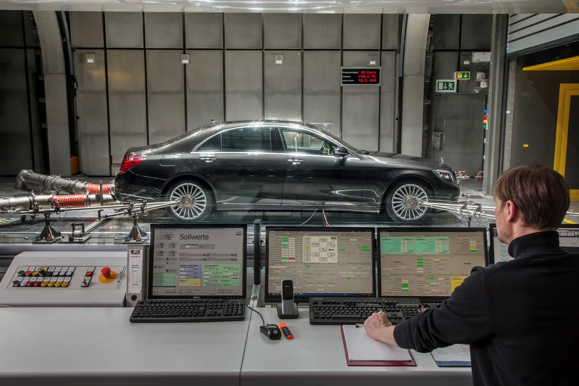 S-Class with CO2 air conditioning in Sindelfingen aeroacoustic wind tunnel