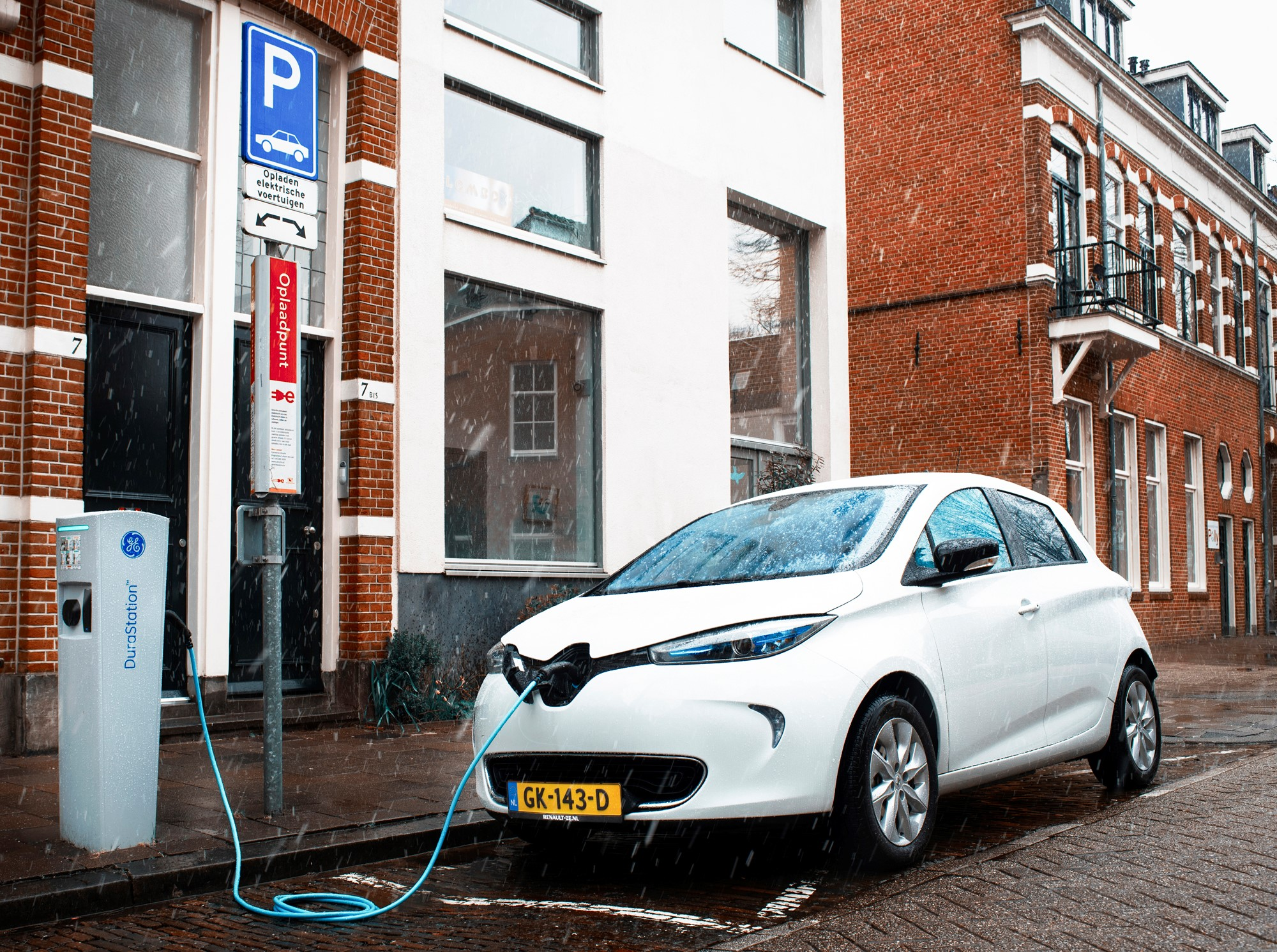 Solar charging system for Renault Zoe