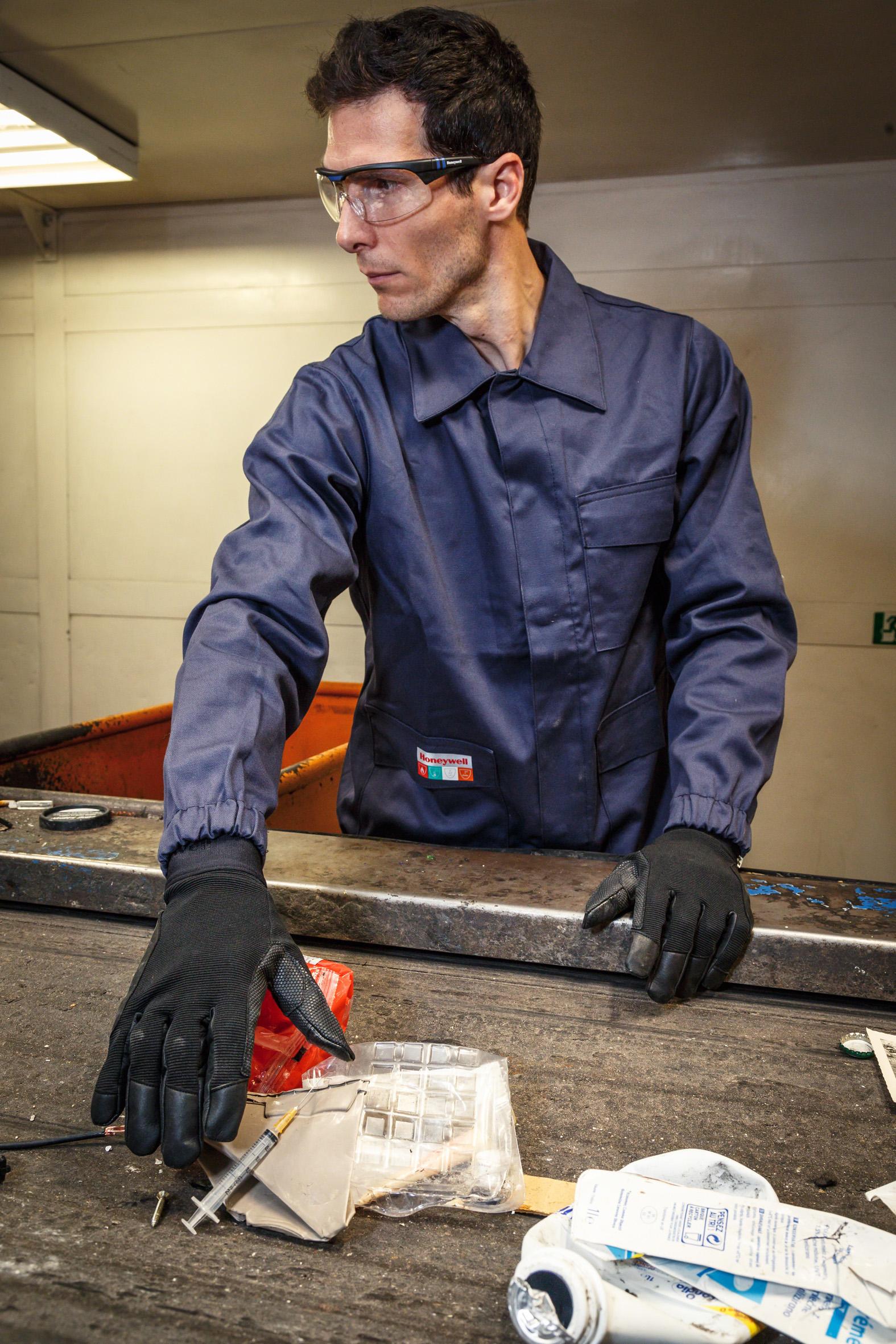 Using needle stick resistant gloves