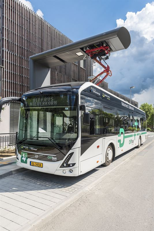 Volvo 7900 Electric Differdange 2 using opportunity charging station at bus stop
