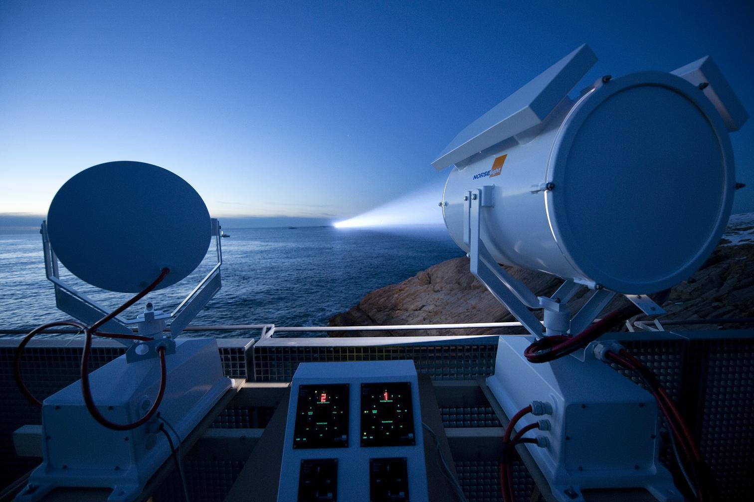 Xenon marine searchlight