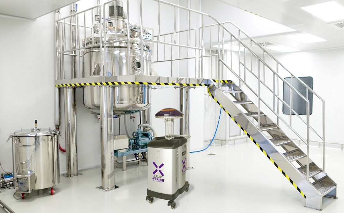 Lightstrike robot uses pulsed ultraviolet light to disinfect cleanrooms