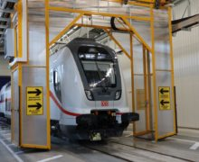 Waterproof rail car testing system automatically adapts to the shape of the coach