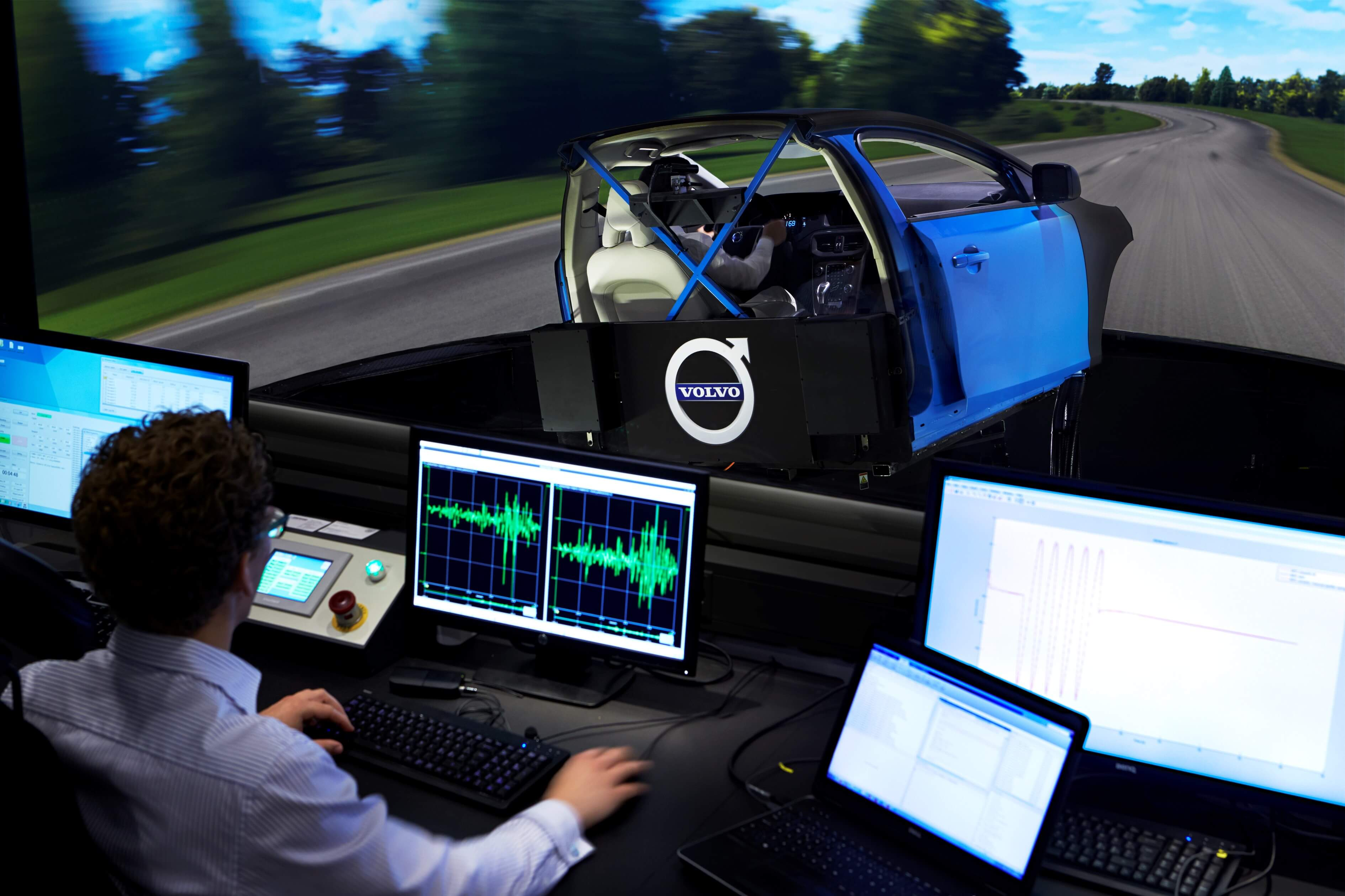 Advanced Volvo chassis simulator and test operator