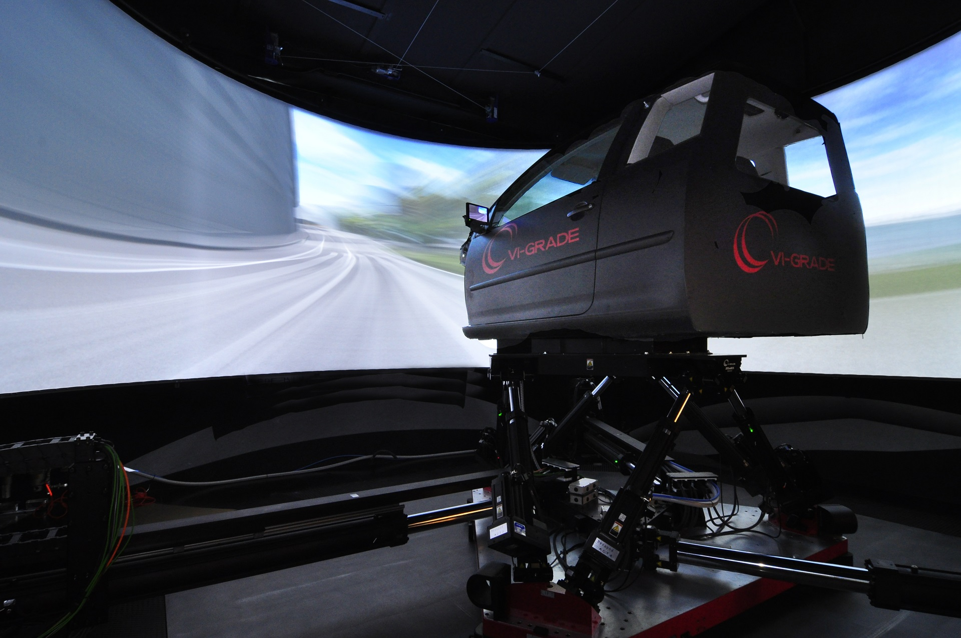 DiM driver-in-motion simulator