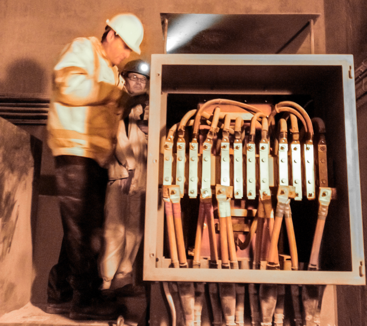 Load banks for testing alternative power sources