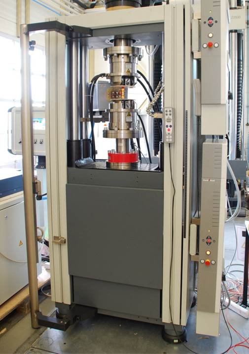 Thermo-mechanical fatigue testing machine
