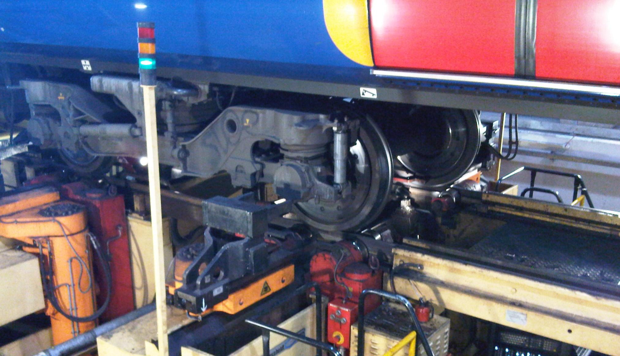 Underfloor railway wheel lathe